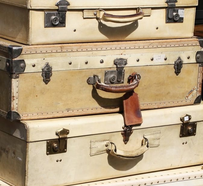 suitcases-595327_1280-682x1024